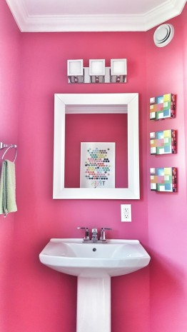 https://mintygreendream.com/2014/07/08/a-powder-room-fit-for-a-queen/